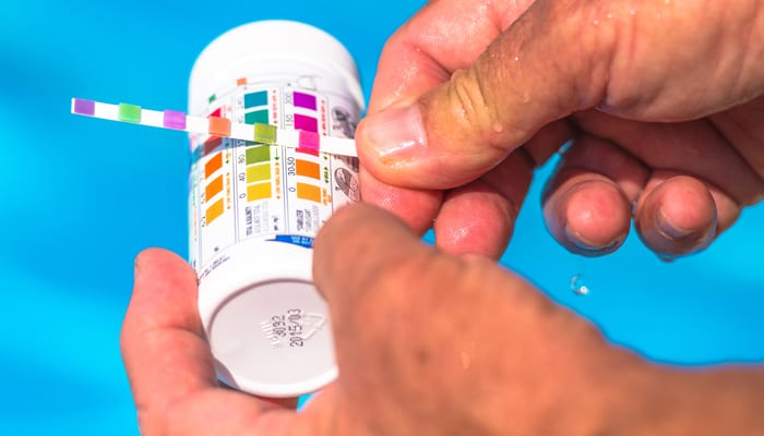 Check the pH of a private swimming pool